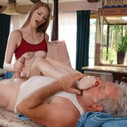 Erin Everheart in 'Brazzers' Disgusting Old Mover, But Horny Young Wife Likes It! (Thumbnail 5)