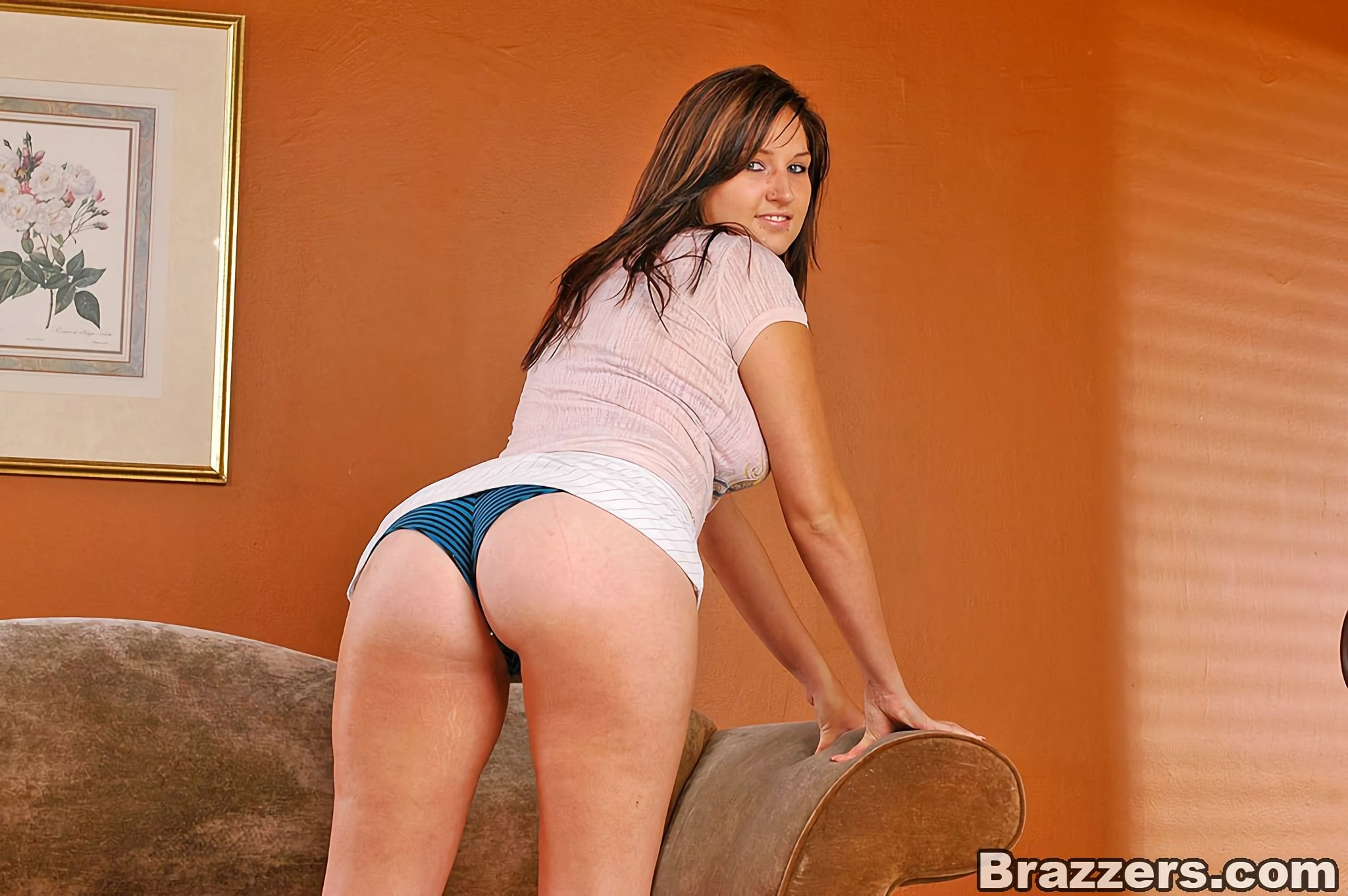 Brazzers 'Teenie With A Booty' starring Isis (Photo 2)