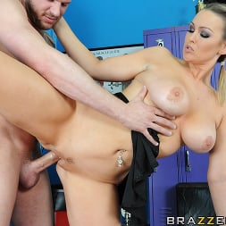 Abbey Brooks in 'Brazzers' Taking Care Of The Team (Thumbnail 14)
