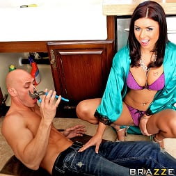 Eva Angelina in 'Brazzers' Couch Surfing Surprise (Thumbnail 6)