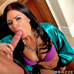 Eva Angelina in 'Brazzers' Couch Surfing Surprise (Thumbnail 8)
