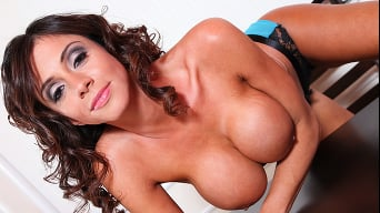 Ariella Ferrera en 'Casting Call for Cock'