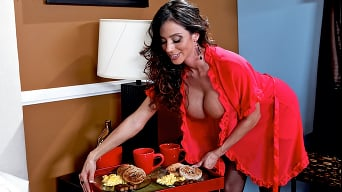 Ariella Ferrera in 'Head and Breakfast'