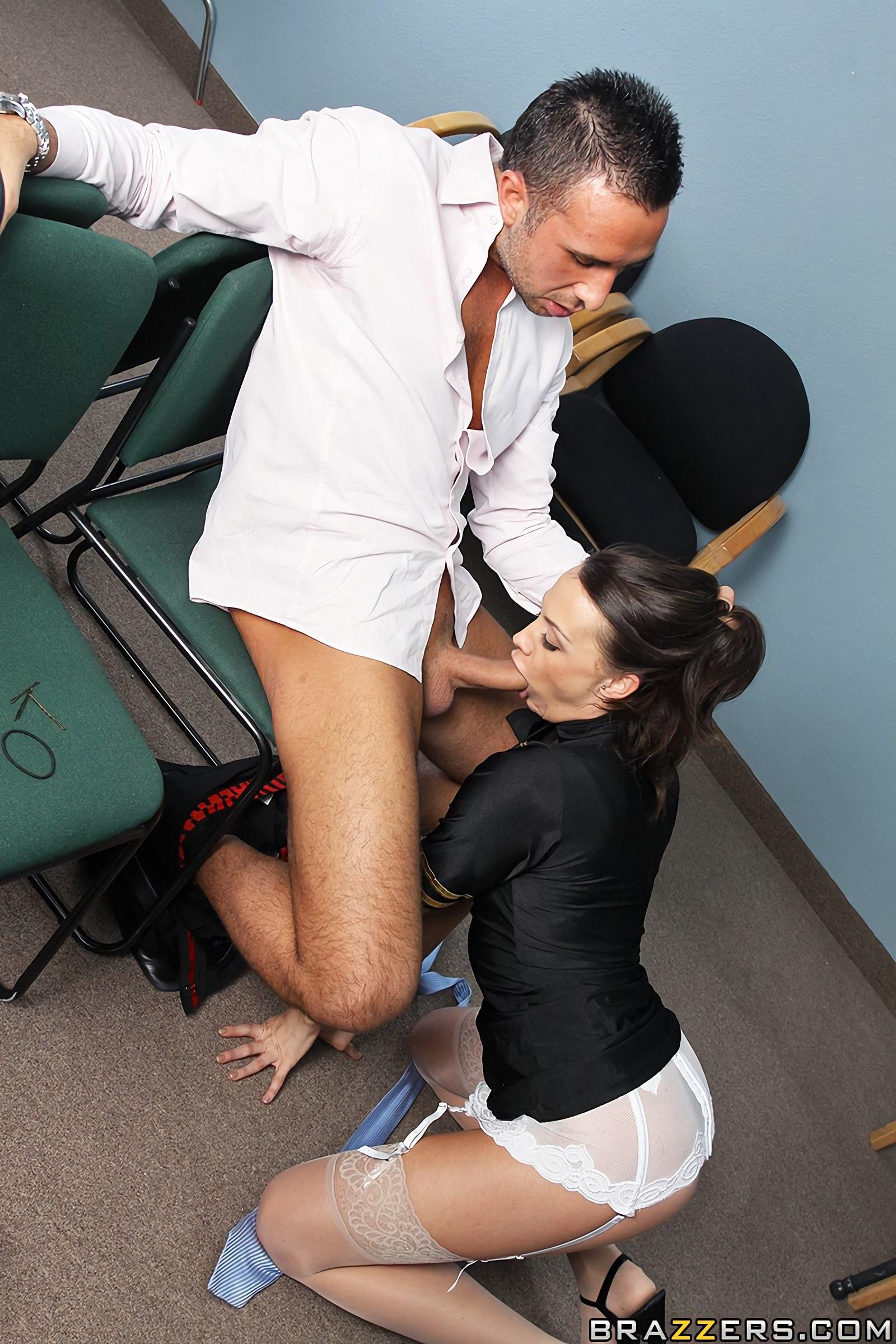 styuardessi-v-chulkah-seks