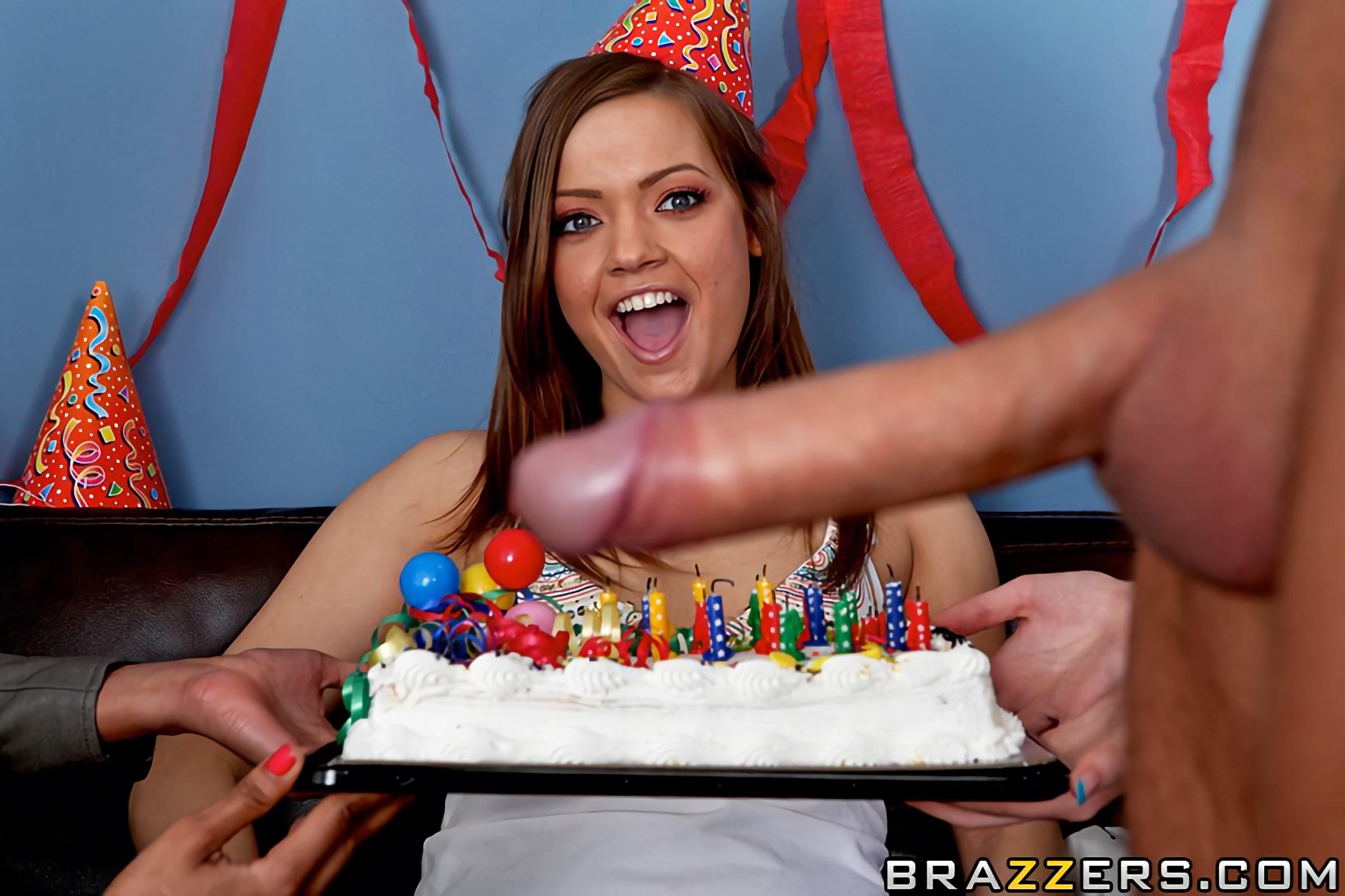 группа людей поздравила девушку с днем рождения порно женщины