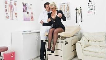 Phoenix Marie en 'Doctor Orgasme'