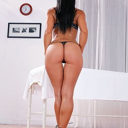 Sandra Romain in 'Brazzers' Relaxed Ass Can Be (Thumbnail 3)