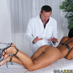 Sandra Romain in 'Brazzers' Relaxed Ass Can Be (Thumbnail 5)
