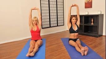 Charmane Star に 'Hot Yoga'
