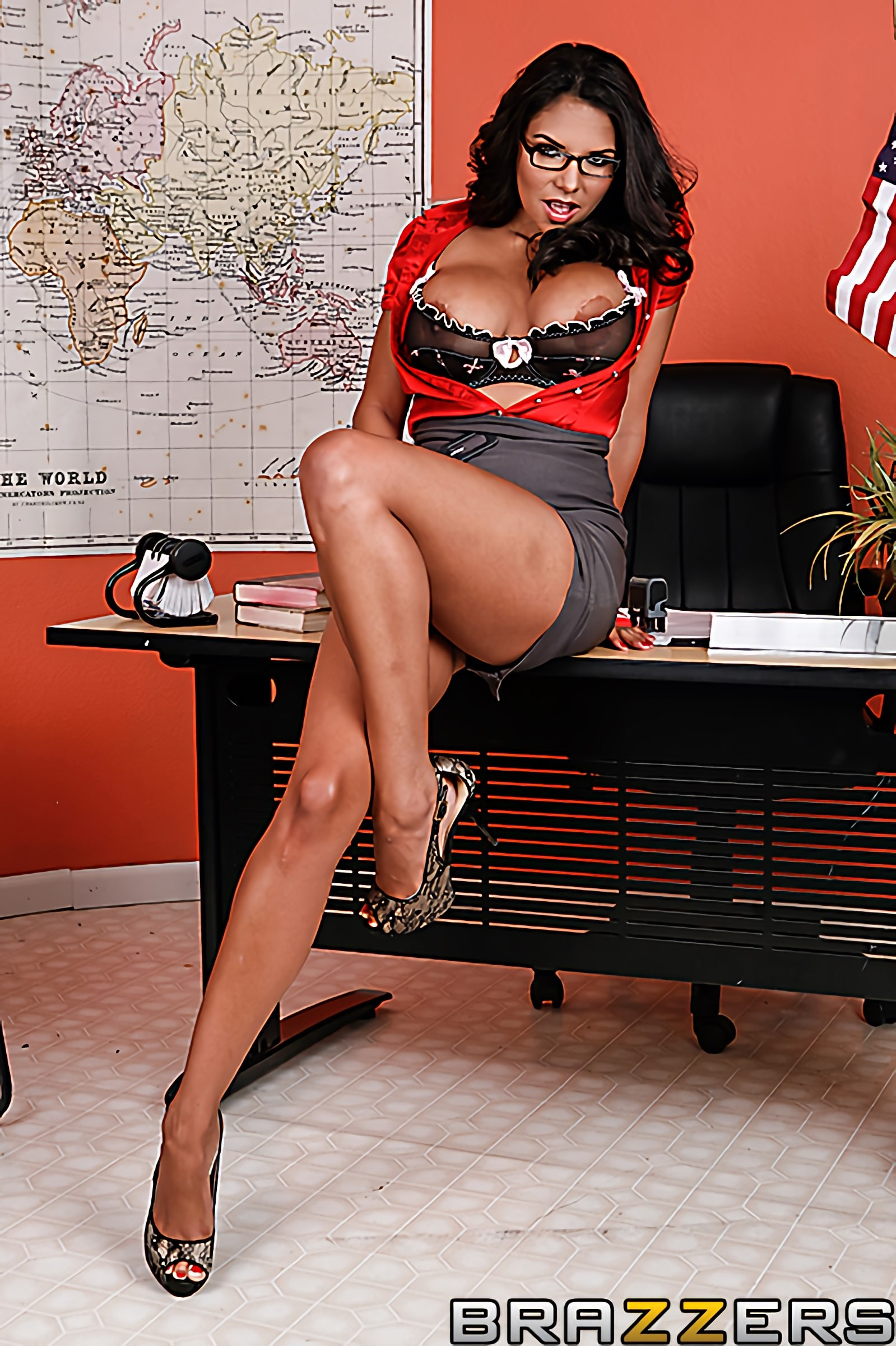 Brazzers 'Licking in the Library' starring Missy Martinez (photo 2)