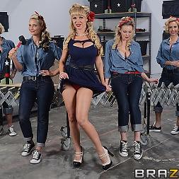 Nikki Benz in 'Brazzers' War Wives get Wet (Thumbnail 15)