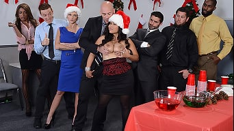Jessica Bangkok in 'Office Christmas Party'