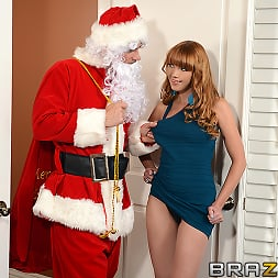 Marie McCray in 'Brazzers' Shiatsu Santa (Thumbnail 1)