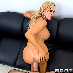 Amber Lynn in 'Brazzers' Centerfold Me Over (Thumbnail 7)