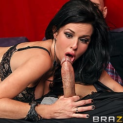 Veronica Avluv in 'Brazzers' The Right Fit (Thumbnail 3)