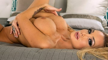Nikki Benz - Dreamy Milf Threesome