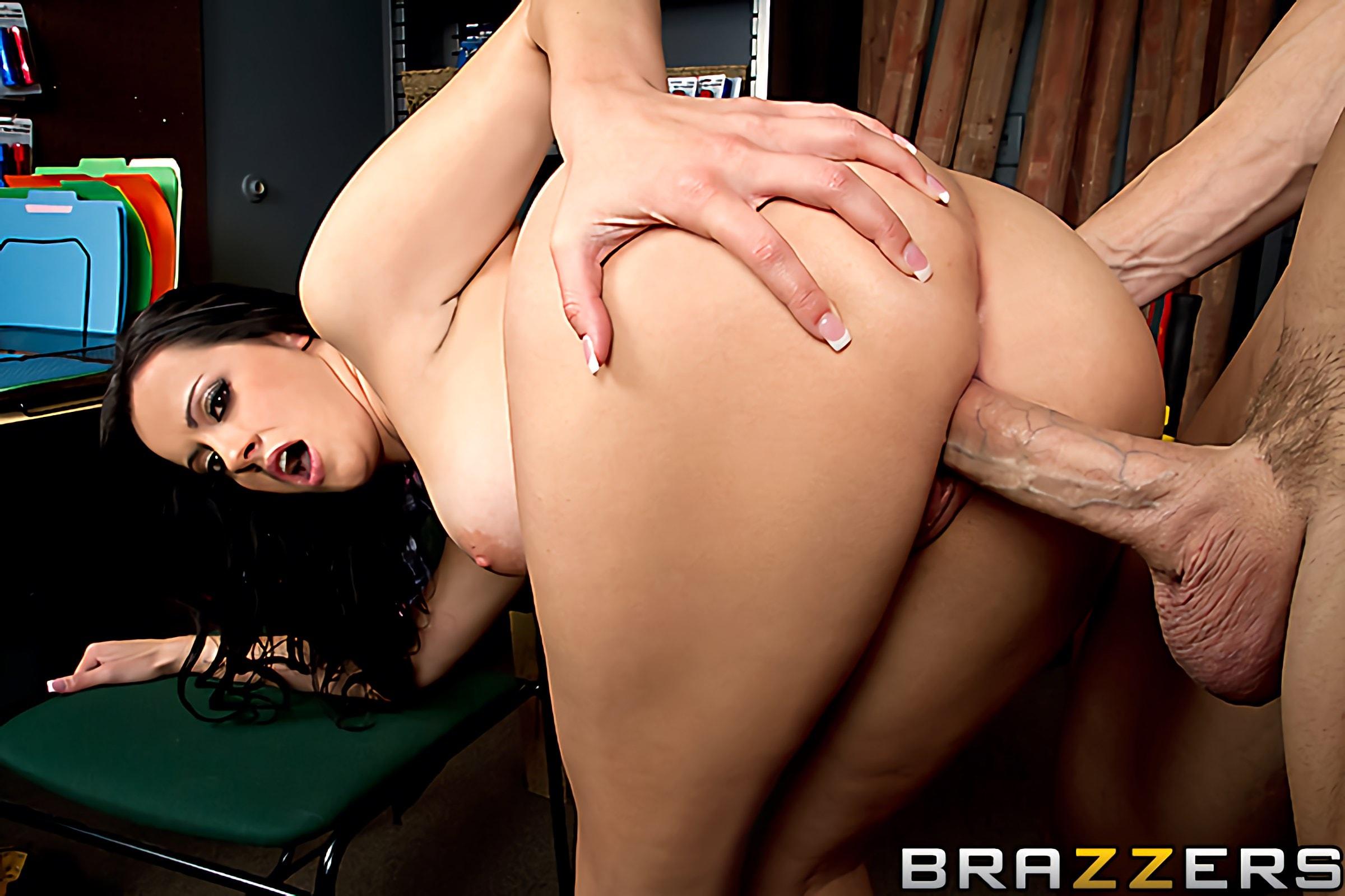 Brazzers 'Ho Hardware' starring Mandy Haze (Photo 11)
