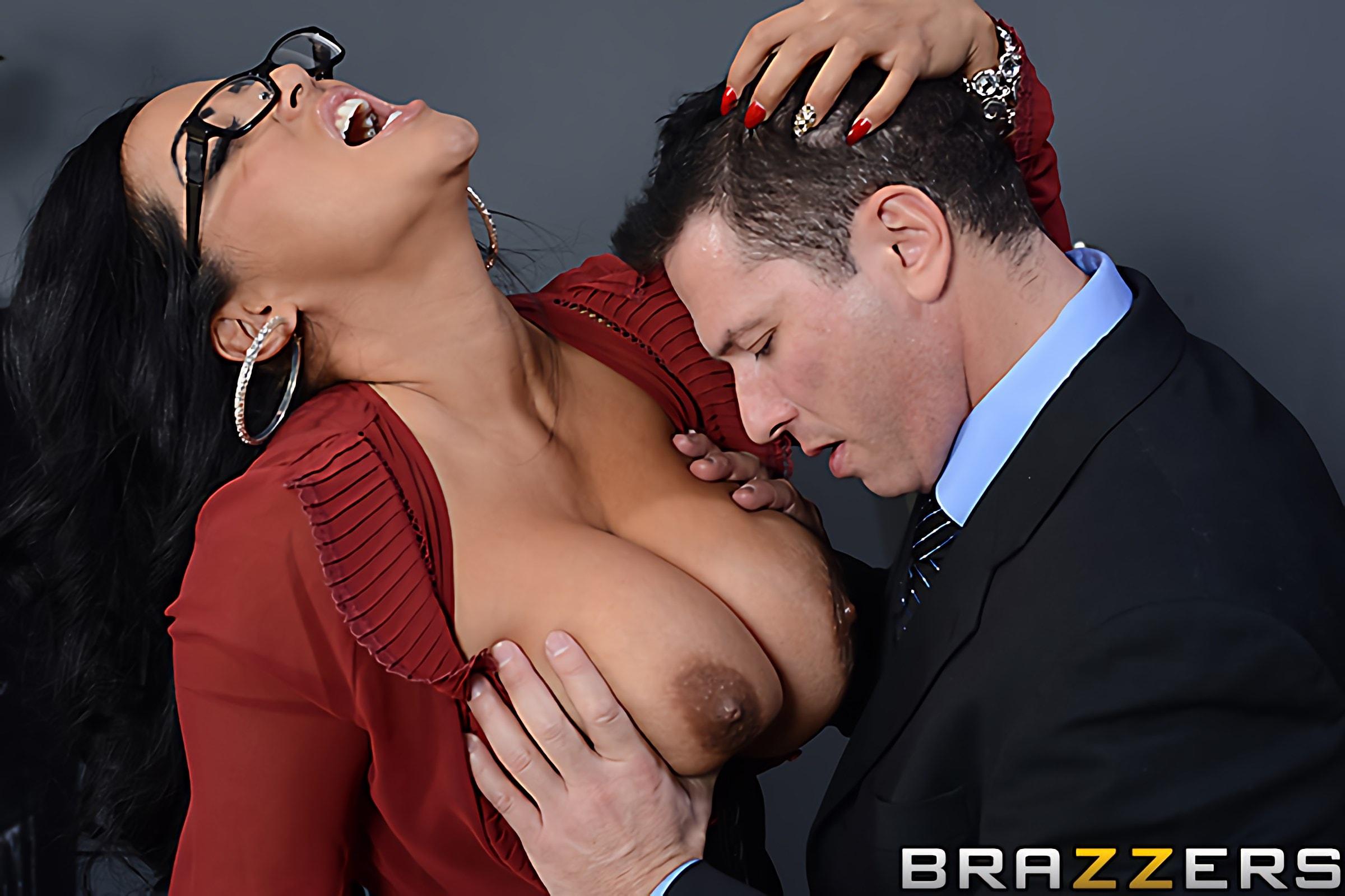 Brazzers 'My Boss Is A Creep' starring Kiara Mia (Photo 9)
