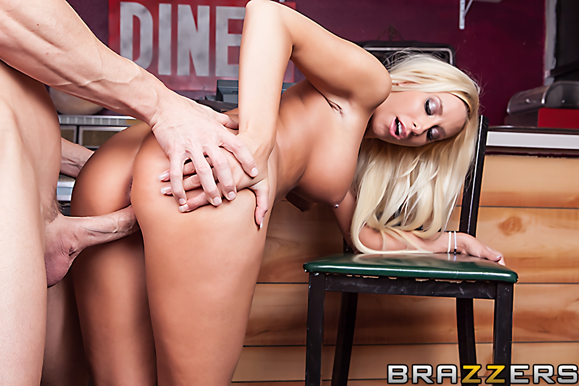 Brazzers 'ZZ- The Last Man of the Acockalypse (First Time Anal)' starring Brooke Fox (Photo 5)