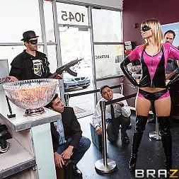 Molly Bennett in 'Brazzers' Wonder Pussy (Thumbnail 7)