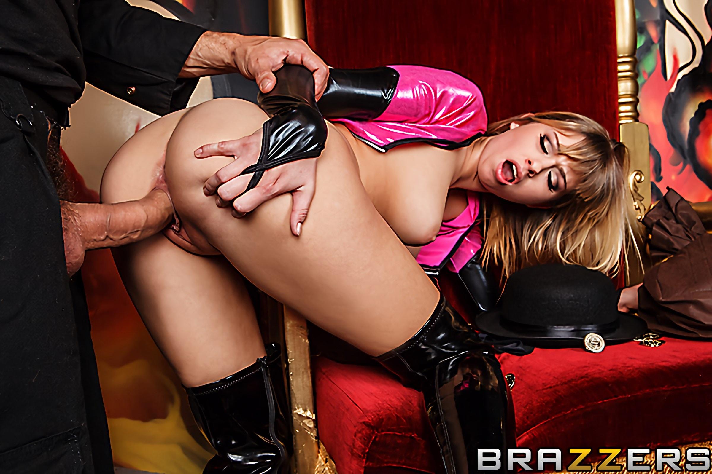Brazzers 'Wonder Pussy' starring Molly Bennett (Photo 9)