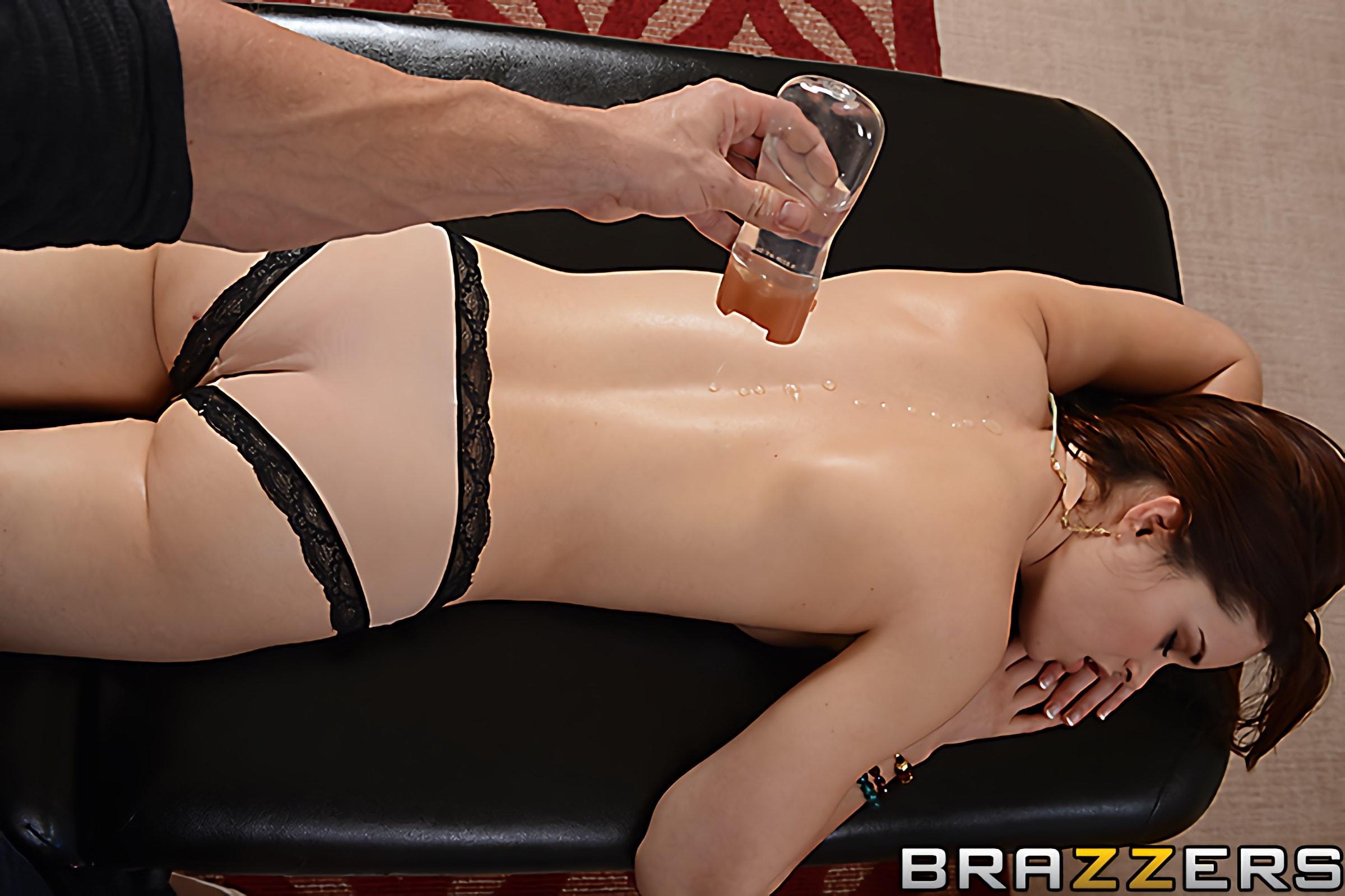 Brazzers 'Splash Time' starring Jenna Ross (Photo 10)