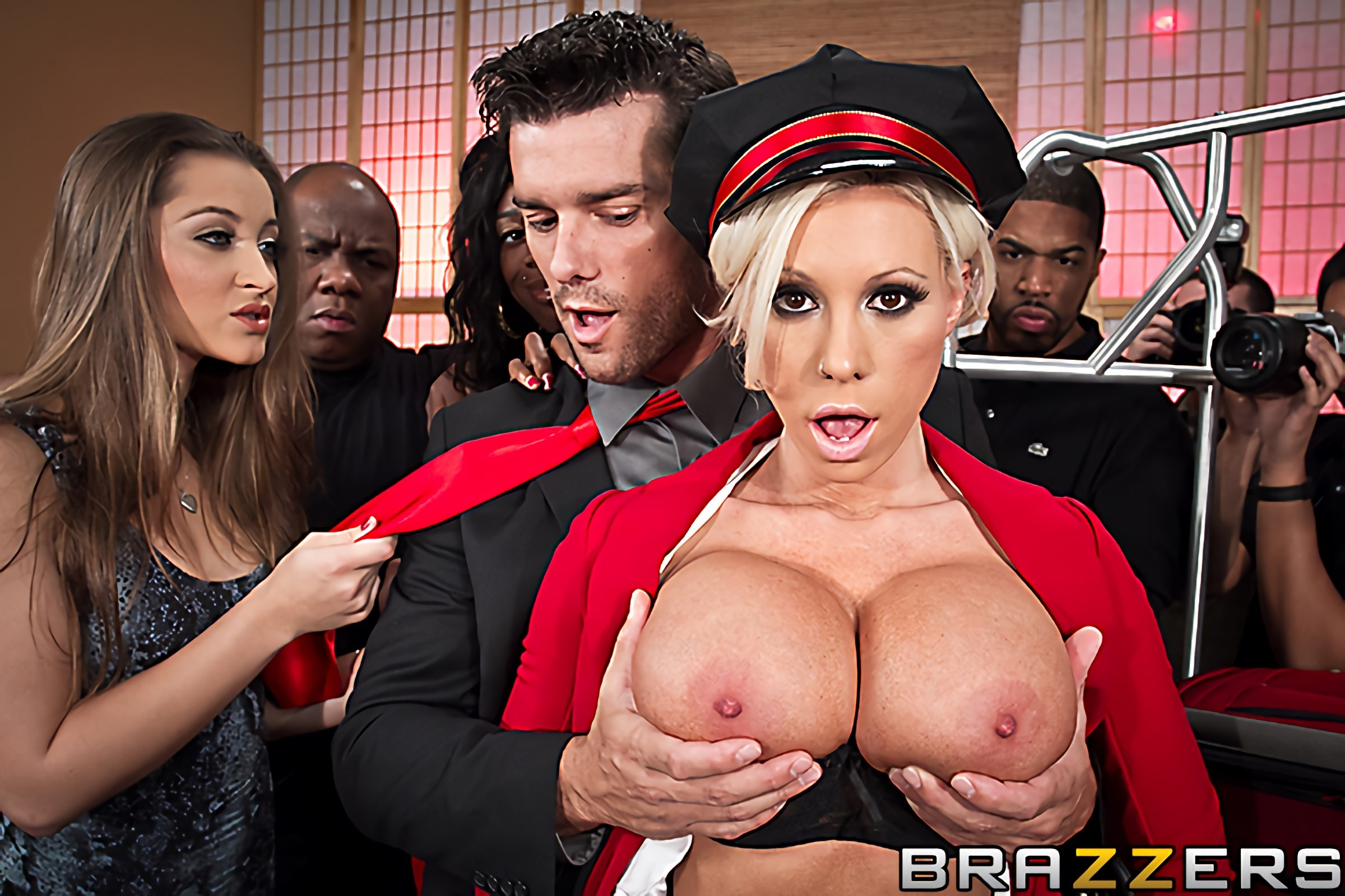Brazzers 'Bagging the Bellgirl' starring Lolly Ink (Photo 2)