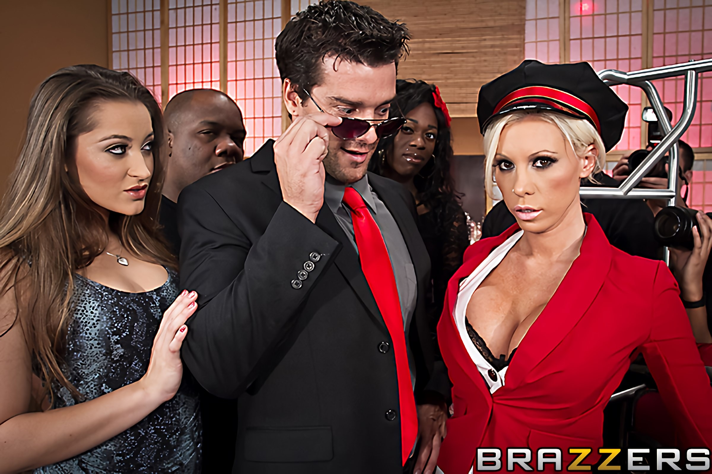 Brazzers 'Bagging the Bellgirl' starring Lolly Ink (Photo 6)
