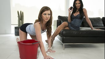 Kirsten Price in 'I Dont Need A Babysitter'