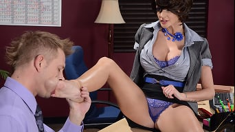 Joslyn James in 'Worshiping Joslyns Feet'
