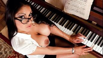 Marta La Croft in 'Tickling the Ovaries'