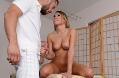 Julia Ann - Sharing A Massage (Thumb 05)