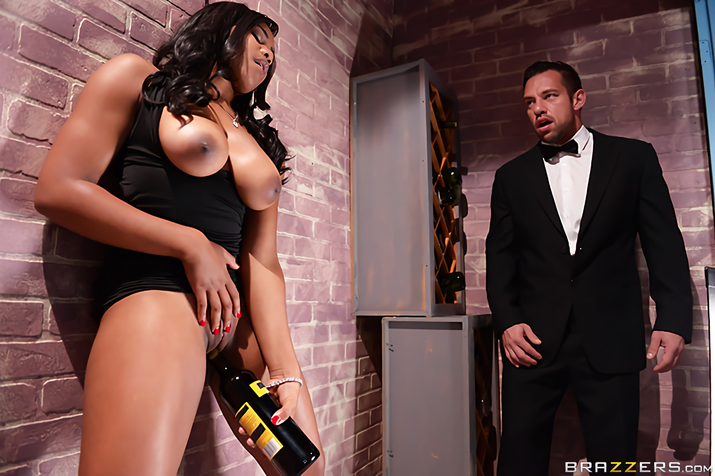Brazzers 'A Tip For The Waitress' starring Jenna J Foxx (Photo 5)