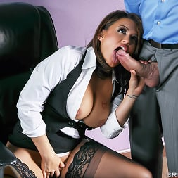 Eva Angelina in 'Brazzers' Camera Cums In Handy (Thumbnail 9)