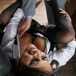 Eva Angelina in 'Brazzers' Camera Cums In Handy (Thumbnail 11)
